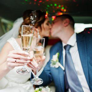 ¿Por qué alquilar una limusina para tu boda?